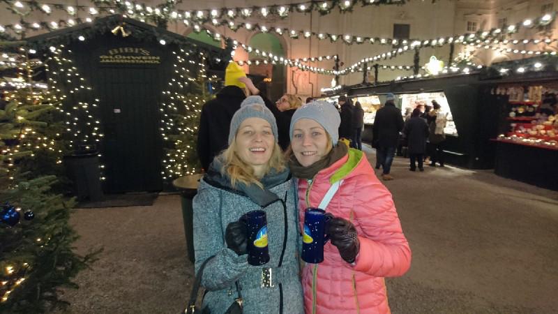 Christkindlmarkt vor dem Salzburger Dom: Glühwein & Co. gibt's hier jedes Jahr ab Mitte November.